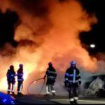 Svenska Eskilstuna härjade av bränder som gjorts av gäng, hela nationen vacklar Taibe-invånarna firar efter nf